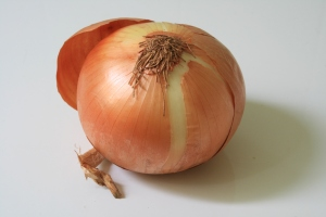 unpeeled onion