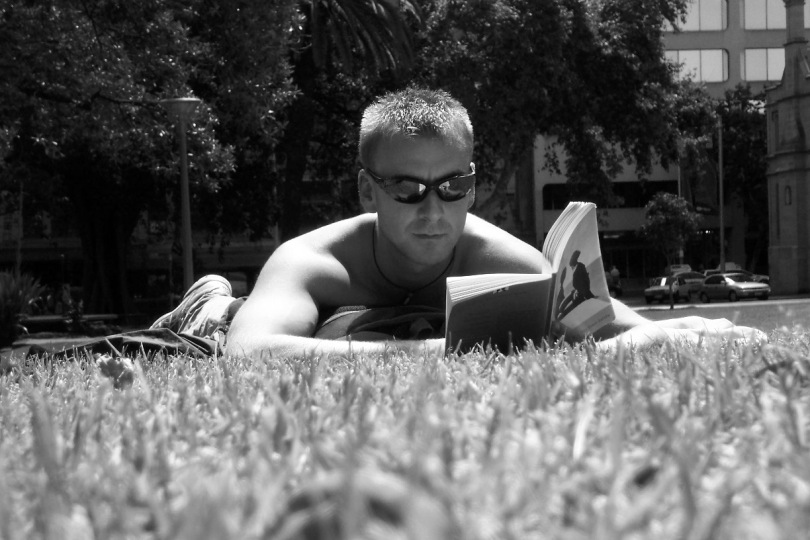 reading-in-a-park-1312435