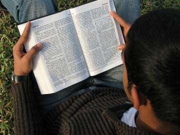 gospel-reading-1167792